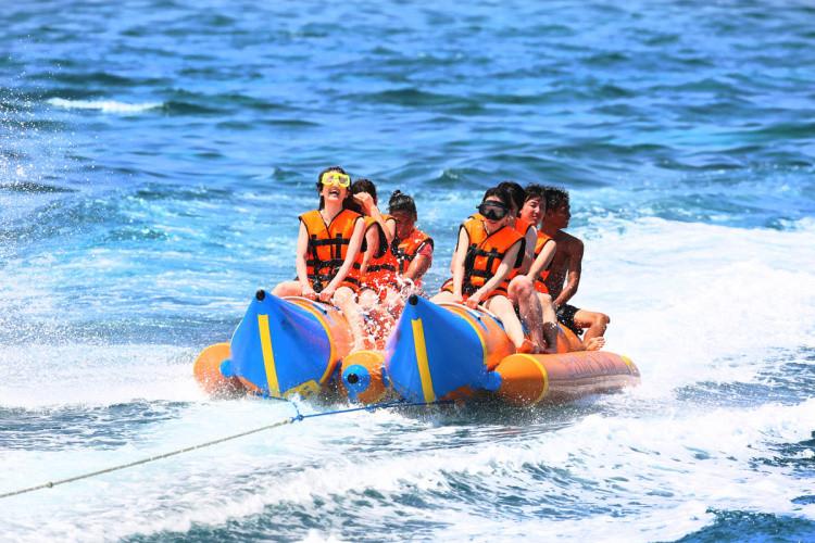 蓝梦岛面积不大,在这里你可以尽情冲浪,潜水,享受海滩上壮观无比的